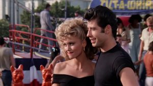 Scene uit film Grease met Olivia Newton John en John Travolta