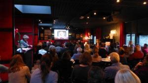 Foto van de volle zaal bij de boeklancering van Het zakelijke hart