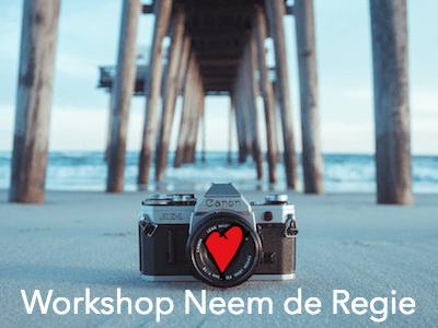 Foto van een camera op het strand voor de Workshop Neem de Regie