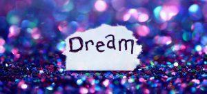 Foto van stukje papier met woord DREAM