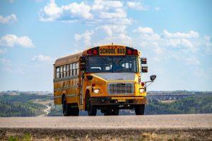 Foto van een Amerikaanse schoolbus ter aankondiging van de Summer School bij Het zakelijke hart